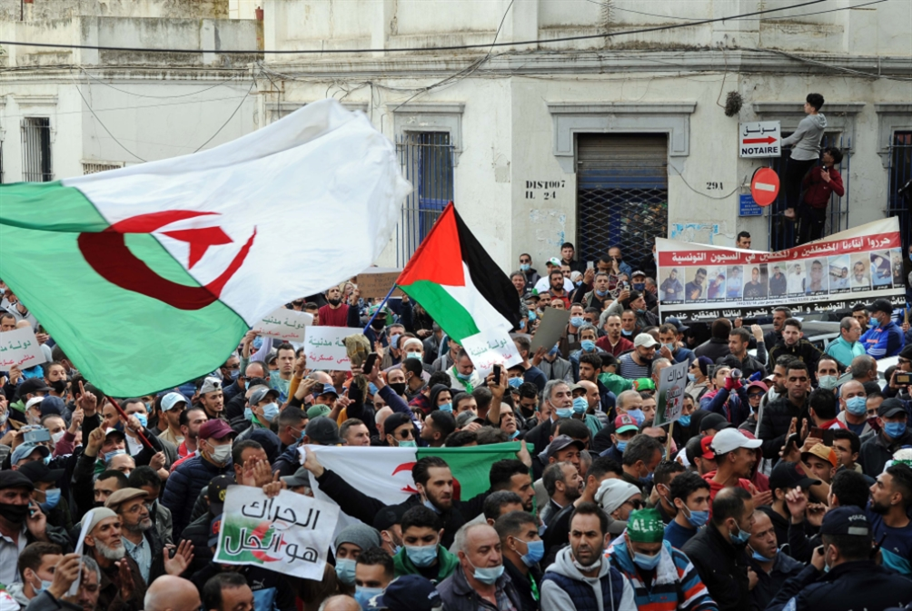 الجزائر: إقرار قانون الانتخابات التشريعية... وسط التظاهرات