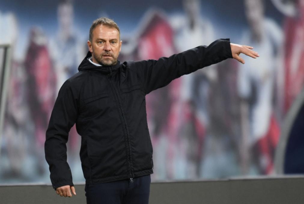 خلاف بين المدرب والمدير قبل لقاء سان جرمان في دوري الأبطال