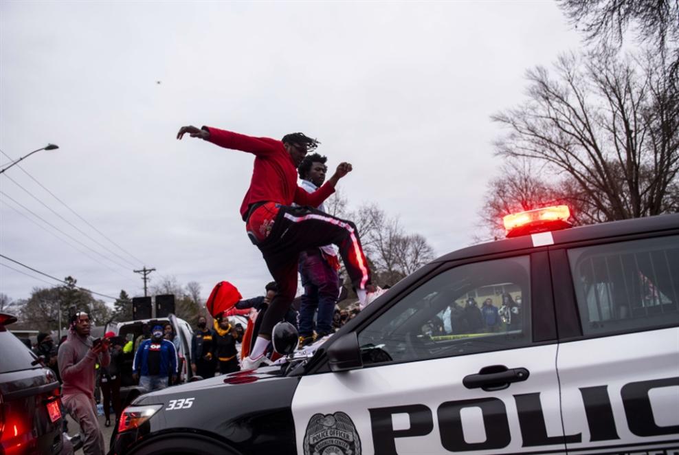 الولايات المتحدة: مقتل رجل على أيدي الشرطة يذكّر بحادثة جورج فلويد