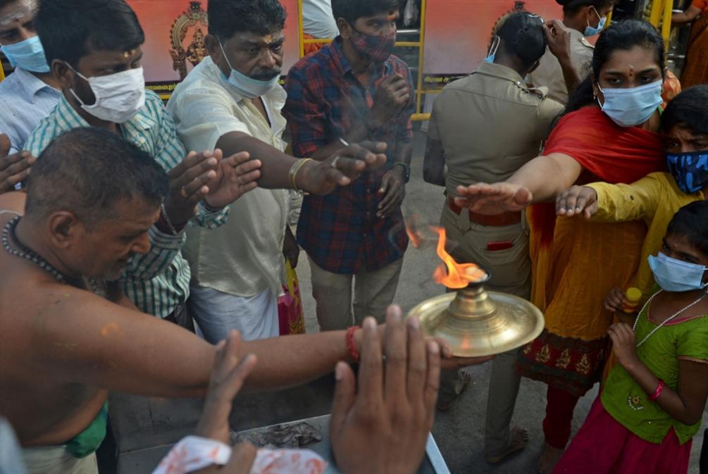 رقم قياسي جديد لإصابات «كورونا» في الهند تزامناً مع احتفال ديني