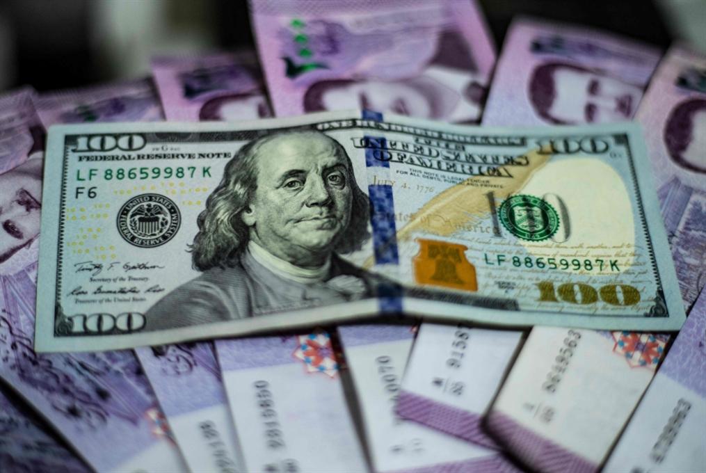 سوريا تعدّل سعر صرف الـ 100 دولار للوافدين على الحدود