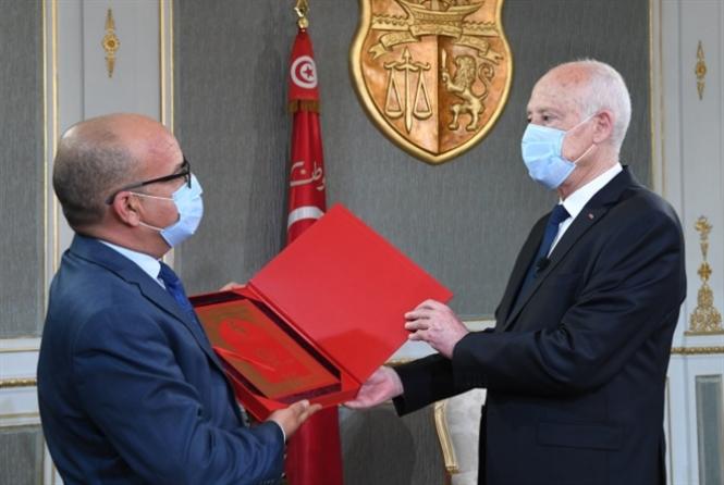الخلافات الدستورية تتوالى في تونس: لا هدنة بين «النواب» وقصر قرطاج