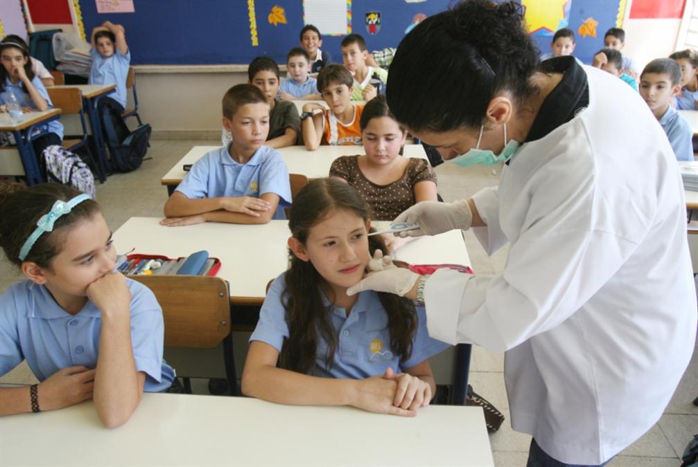 العودة إلى المدارس تهدّد التحسّن على مستوى الإصابات