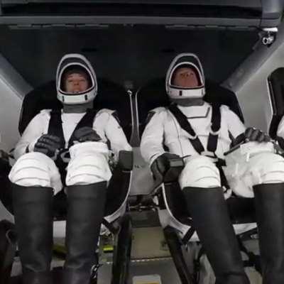 «سبايس إكس» في طريقها إلى محطة الفضاء... حاملة أربعة رواد