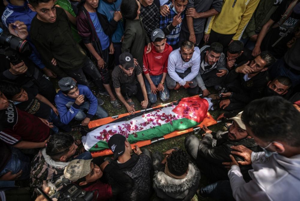 بعد احتجاز جثمانه لسنوات: تشييع فتى فلسطيني قتله العدو!
