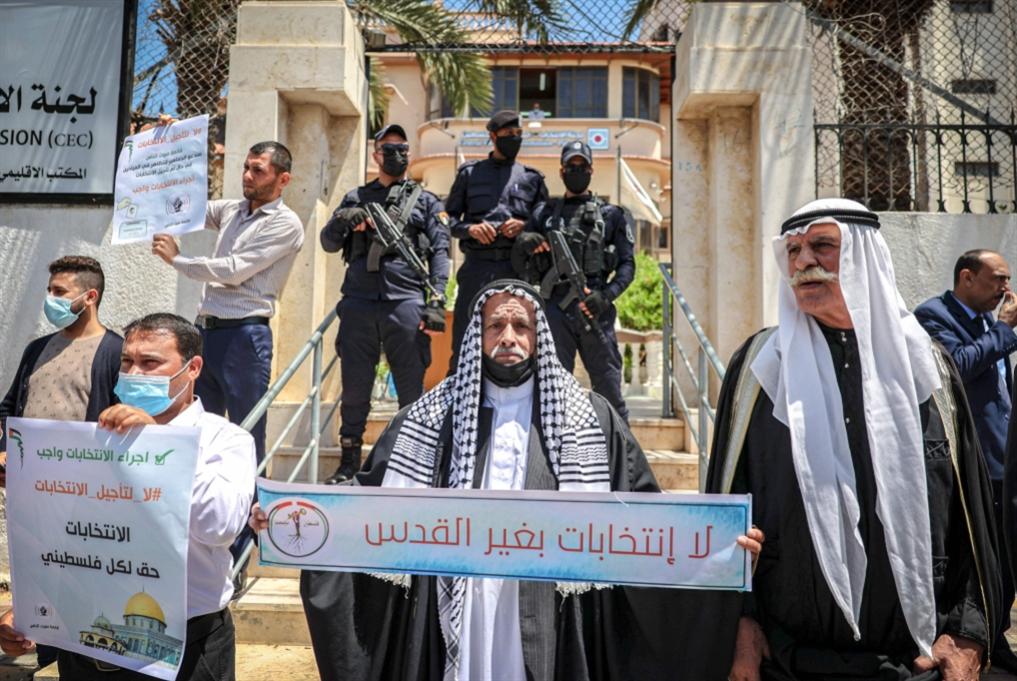 شبح «الخلافة» يؤرّق «الفتحاويين»: عباس نحو تأجيل الانتخابات