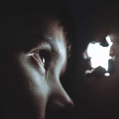 في اليوم العالمي للتوعية بالتوحّد: قصّة حسن وسارة على لسان أمّيْهما