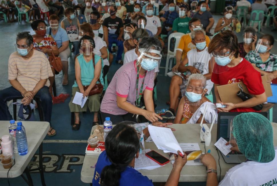 الفلبين وإسبانيا تعلّقان استخدام «أسترازينيكا» لمن هم تحت الـ60 عاماً