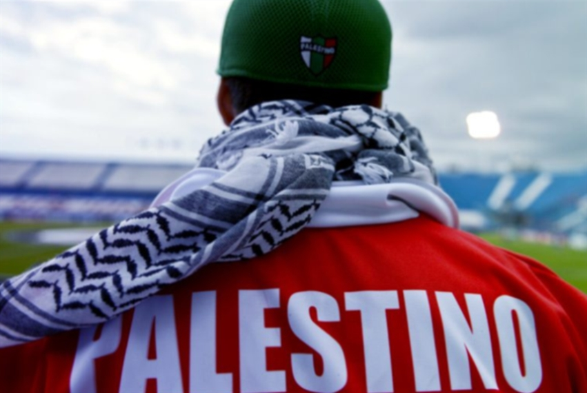 كرة القدم تدعم فلسطين... لا مكان للحياد هنا