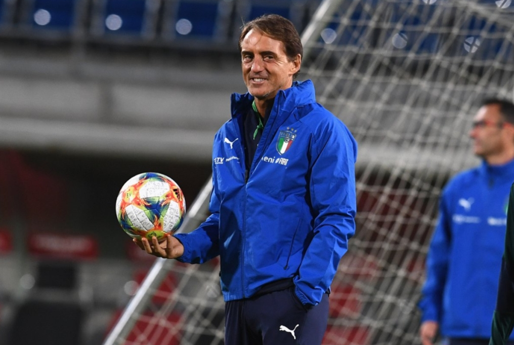 الاتحاد الإيطالي يجدّد عقد مانشيني