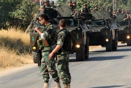 العدو يعتدي على دورية للجيش قبالة المنارة
