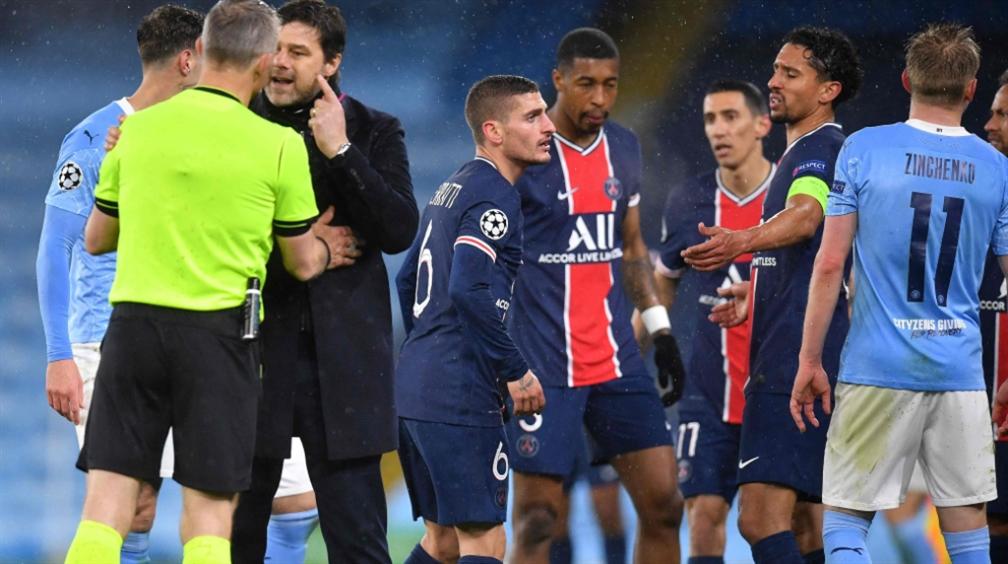 صورة لاعبو باريس سان جيرمان يتّهمون الحكم بشتمهم