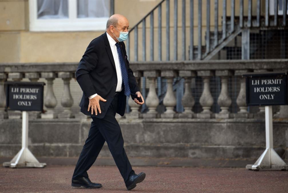 قبل زيارته إلى لبنان غداً.. لو دريان يتوعّد السياسيين!