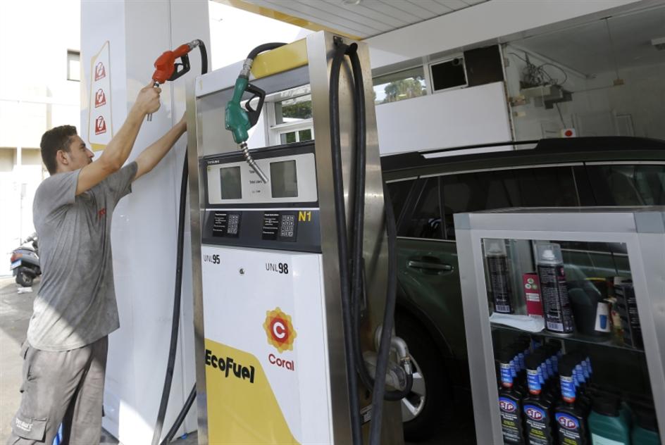 أصحاب محطات الوقود يقطعون الطريق