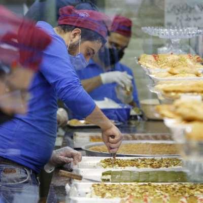 غابت عن المنسف وحلويات رمضان... ما أسباب غلاء «المكسّرات»؟
