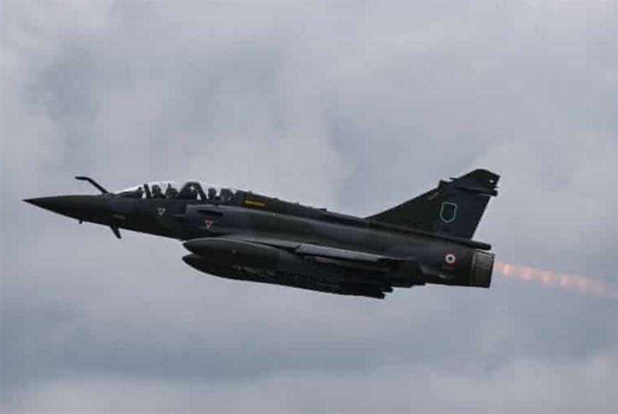 طيار فرنسي يتقدم بشكوى ضد وحدته العسكرية