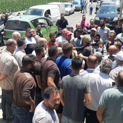 أهالي حولا يعتصمون احتجاجاً على انقطاع المياه