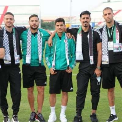 بالكوفية الفلسطينية.. منتخب الجزائر يدعم فلسطين