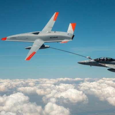 شاهد | تجربة أولى لطائرة مسيّرة تزوّد المقاتلات بالوقود