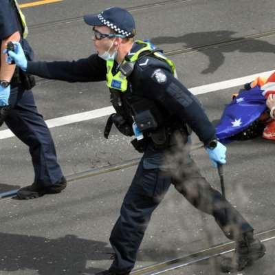 شاهد | الشرطة الأسترالية تقمع احتجاجات وسط تفشّي «دلتا»