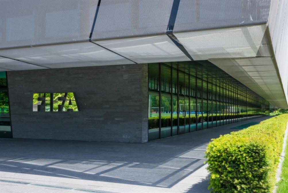 كأس العالم تقسم عائلة كرة القدم: «الفيفا» يبحث عن الأموال