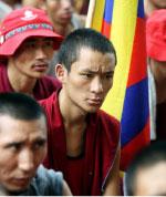 رهبان يتظاهرون ضدّ الصين (أ ف ب)