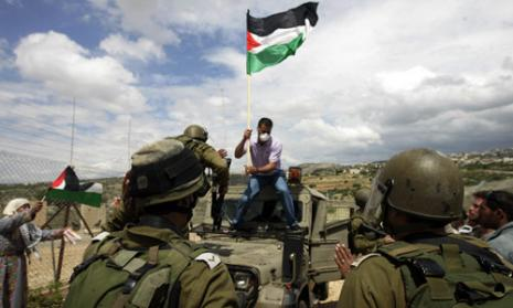 الفلسطينيون يقاومون الاستيطان لوحدهم (مجدي محمد - أ ب)