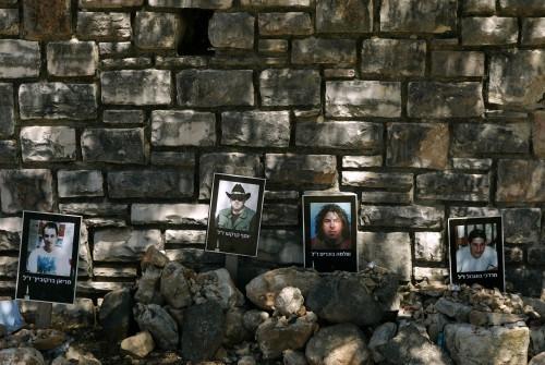 صور لأربعة جنود احتياط إسرائيليين قتلوا خلال حرب تموز (أرييل شاليط - أ ب)