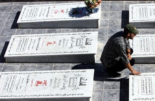 أضرحة ضحايا زبقين (وائل اللادقي)
