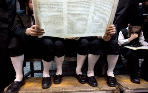 إحياء أحد الأعياد الدينيّة اليهوديّة قرب تل أبيب (أرشيف ــ أ ف ب)