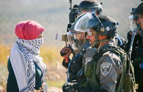 من مواجهات في مسيرة في بلعين غربي رام الله (إياس أبو رحمة)
