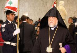 كاثوليكوس الأرمن الأرثوذكس آرام الأول كيشيشيان في قصر بعبدا أمس (هيثم الموسوي)