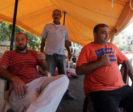معتصمون أمام معمل سبلين (مروان طحطح)