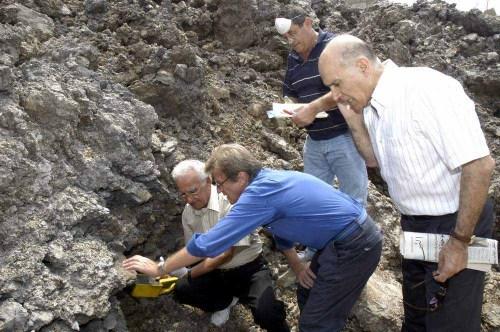 حفرة الخيام التي اثارت الجدل حول وجود الأورانيوم المستنفد والمخصب (أرشيف - كامل جابر)