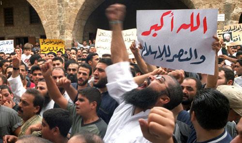 تظاهرة بقيادة رجال دين مسلمين سنة في مدينة طرابلس (أرشيف - أ ف ب)
