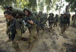 أملت إسرائيل أن تبدأ العملية العسكرية من دون أن تكون في الصورة مباشرة (أ ف ب)