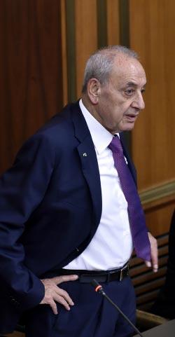 قضى مكاري يومه أمس في مجلس النواب للاستفسار عن كيفية التعامل مع الجلسة (هيثم الموسوي)