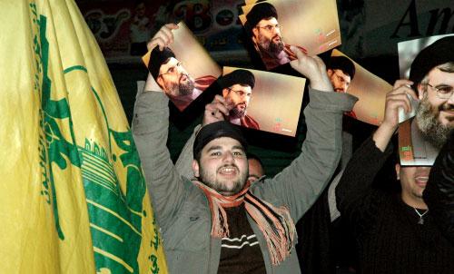 انطلقت أمس مسيرات في شوارع المدن والقرى الجنوبية ابتهاجاً بإعلان نتائج تحقيق لجنة فينوغراد (حسن بحسون)