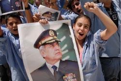 طلاب عمشيت يحتفلون بالتوافق على انتخاب سليمان (محمود طويل - أ ب)