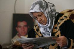 والدة نسر في منزله في البازورية (حسن بحسون)