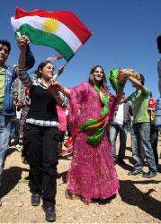 في عيد النوروز تقلب صفحة الماضي بكل آلامه ويستقبل الأكراد العام الجديد (مروان طحطح)