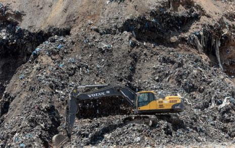وضع التربة السيئ ناجم عن مخلفات شركات النفط  وعن المرامل والكسارات (هيثم الموسوي)