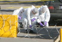 خبراء لجنة التحقيق الدولية في مسرح جريمة اغتيال الوزير بيار الجميل (أرشيف)