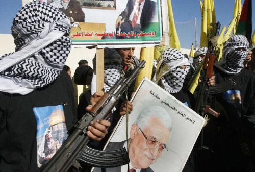 مسيرة في برج الشمالي تأييداً للرئيس أبو مازن (ا ب)
