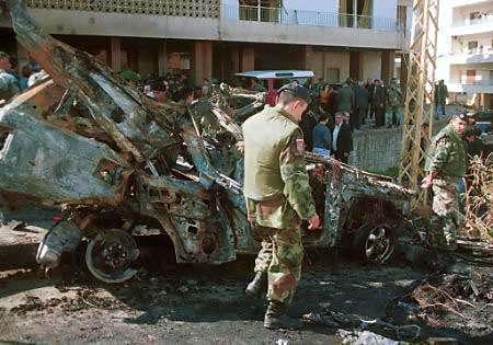 بقايا سيارة ايلي حبيقة بعد الانفجار (أرشيف)