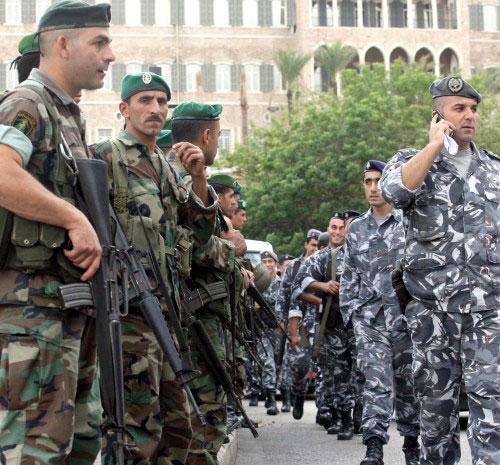 قوى الأمن والجيش أمام السرايا الحكومية (أرشيف ـ هيثم الموسوي)
