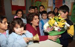 من احتفال عيد المعلم في مدرسة العهد الجديد الرسمية المختلطة في صيدا (خالد الغربي)