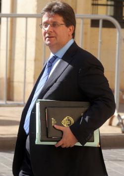 استدان مصرف لبنان 14.8 مليار ليرة لا حاجة لها (هيثم الموسوي)