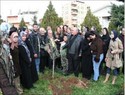 غرس شجرة في ساحة كنيسة مار يوسف