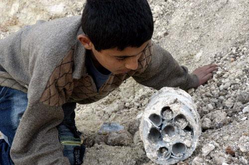 جزء من الصاروخ في كفرصير (كامل جابر)